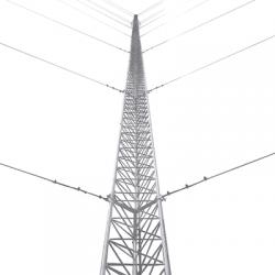 Kit de Torre Arriostrada de Piso de 24 m Altura con Tramo STZ45G Galvanizado por Inmersión en Caliente (No incluye retenida).